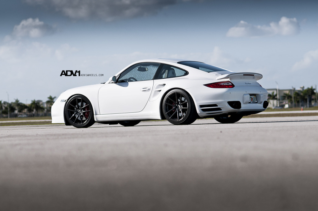 Porsche 911 с дисками ADV5.01 Superlight Monoblocks